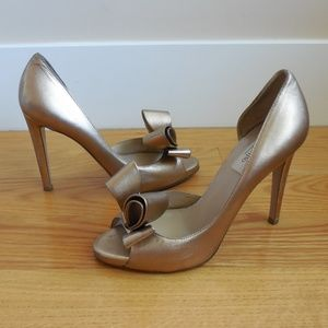 $745~VALENTINO~Couture BOW Gold Pumps~7.5/8